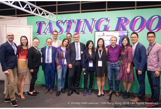 VIA's Italian Wine Ambassador Course celebrates two new Experts and seven new Ambassadors in Hong Kong
